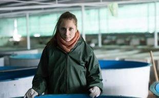 kvinne jobber med hvabruk